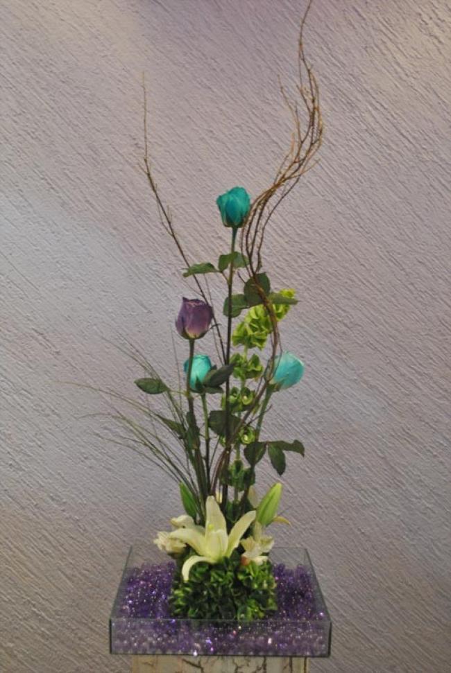 Centro de mesa con rosas en base de cristal for Base de cristal para mesa